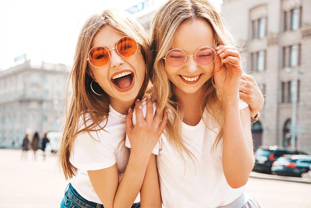 Mode und Faschion junge Mädchen Frühling in München